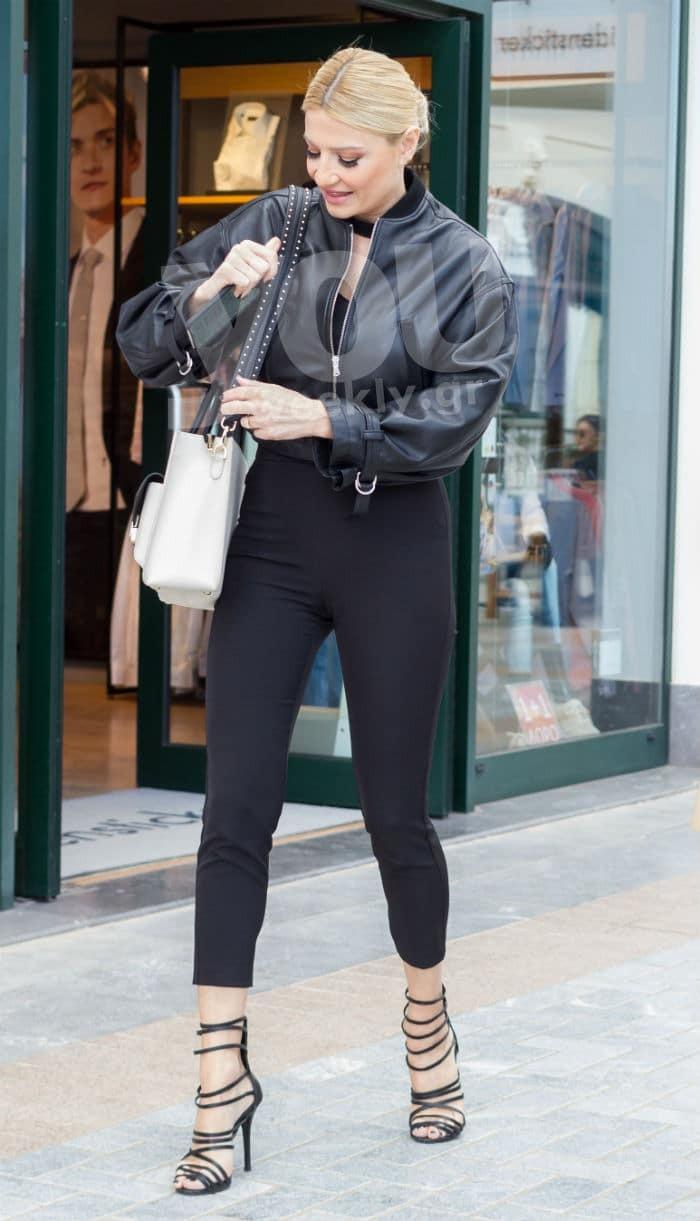 d39ffaf79be Η Φαίη επέλεξε πανωφόρι Zini (285€) και παντελόνι BSB (€119,90), παπούτσια  Maria Kotsona (παρόμοια θα βρεις στα Tsakiris Mallas με €99) και τσάντα, ...