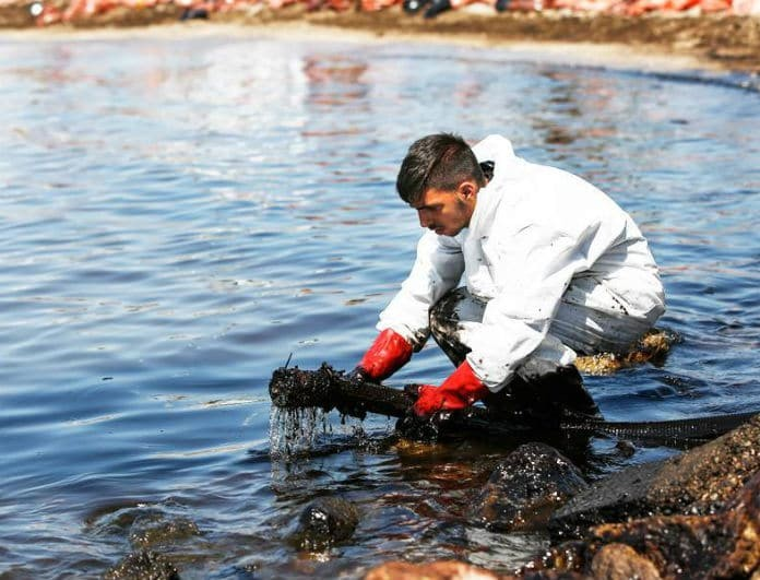 Είναι καθαρές οι παραλίες της Αττικής μετά το ναυάγιο του «Αγία Ζώνη»; Τι έδειξαν επίσημα οι έρευνες!
