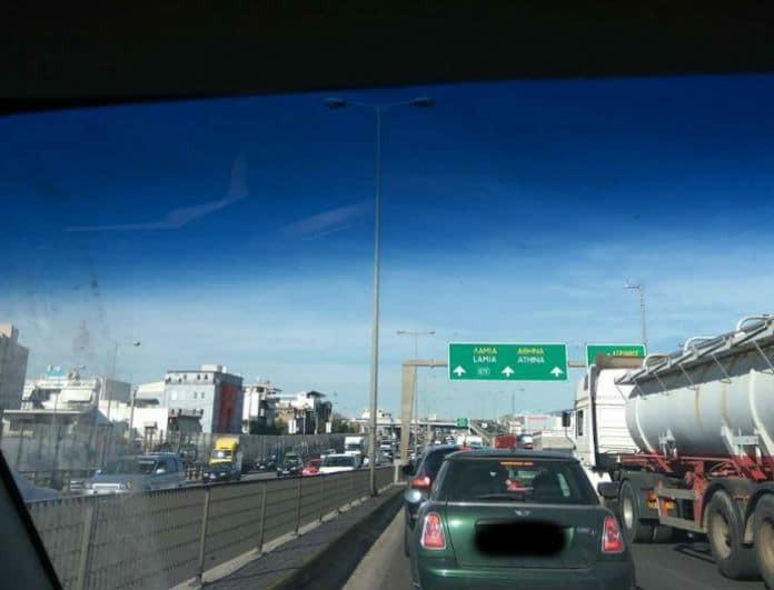 Έκτακτο: Σοβαρό τροχαίο στην Εθνική! Κολλημένα αυτοκίνητα στο ύψος του Περιστερίου (Photo)