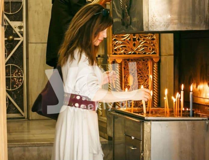 Βίκυ Χατζηβασιλείου: Την πιάσαμε επ'αυτοφώρω να ανάβει κερί σε εκκλησία! Αποκλειστικές φωτογραφίες...