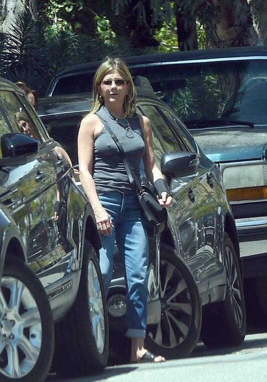 dd8e93c321a Πασίγνωστη ηθοποιός βγήκε βόλτα με το στήθος κάγκελο! - Epicnews.info