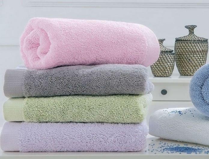 2 εύκολα και πρακτικά κόλπα για να κάνεις τις πετσέτες σου σούπερ αφράτες!