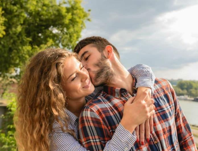 Dating μέση γυναίκα Πώς να καταδιώξετε ένα κορίτσι που βγαίνει με κάποιον άλλο