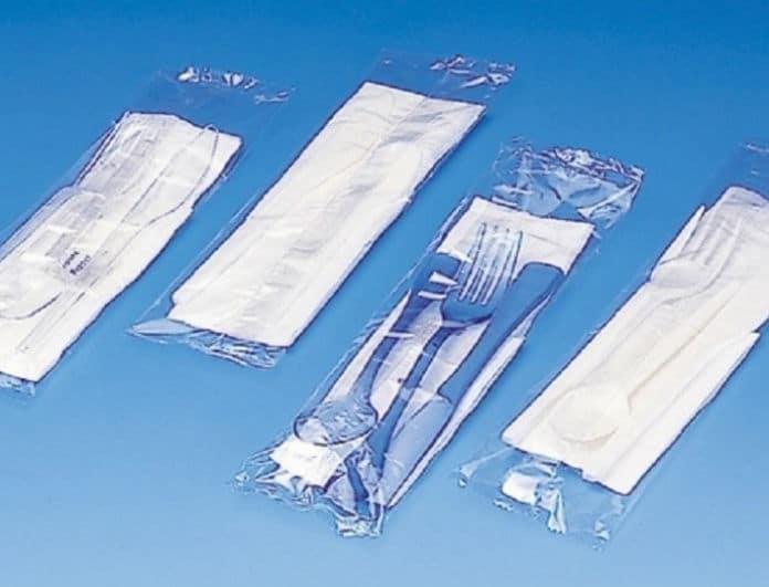 Τέλος τα πλαστικά μαχαιροπίρουνα, τα καλαμάκια και οι μπατονέτες!