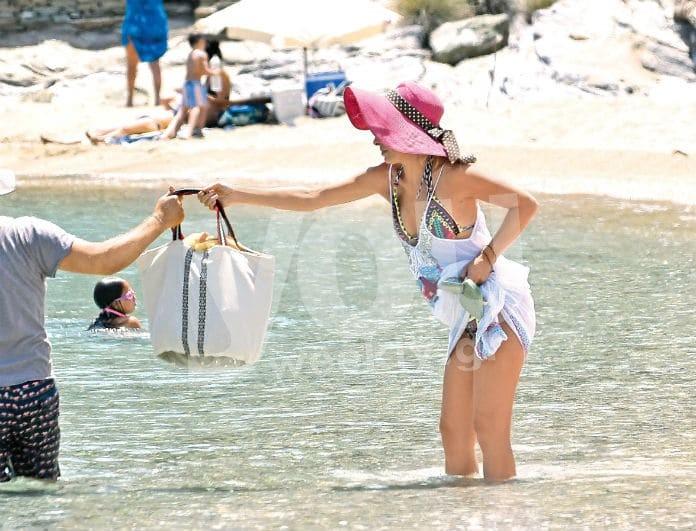 Ελένη Μενεγάκη: Με παρτό μαγιό για μπάνιο! Το σκάφος και ο Μάκης Παντζόπουλος! Αποκλειστικές φωτογραφίες..