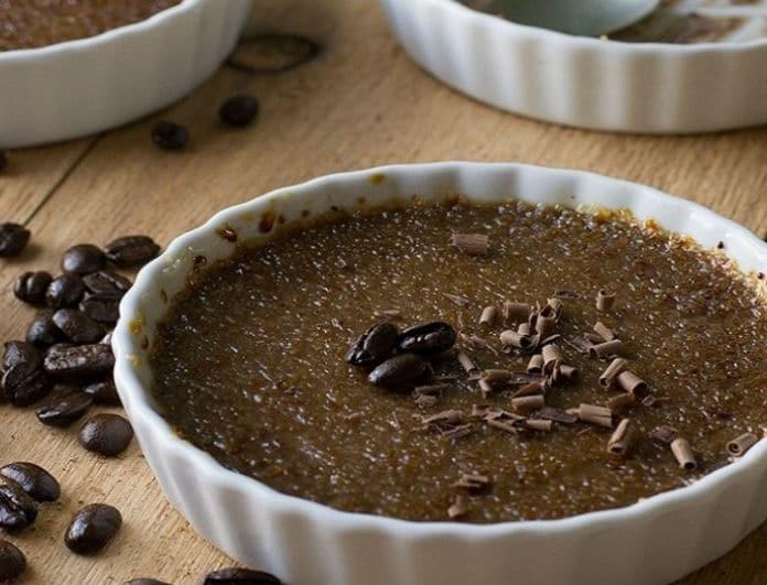 Μια ξεχωριστή εκδοχή: Φτιάξτε υπέροχη κρεμ μπρουλέ με σοκολάτα και μπανάνα! (Βίντεο)