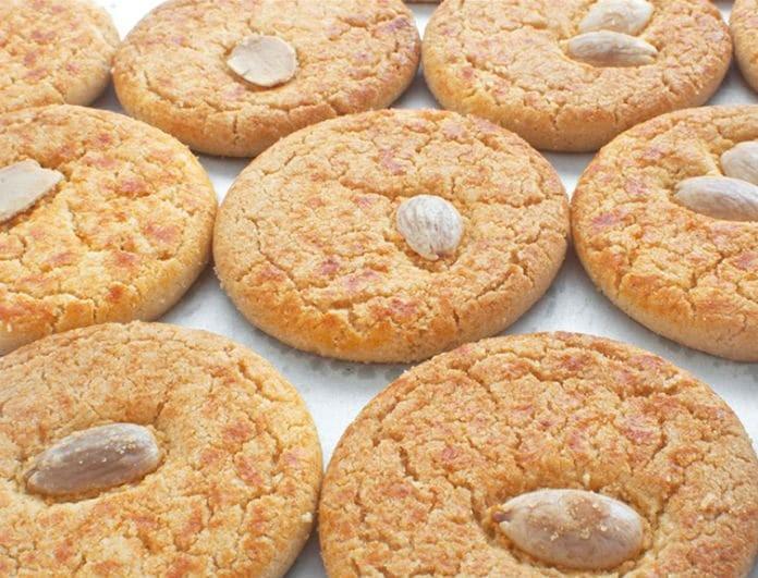 Αμυγδαλωτά: Η παραδοσιακή συνταγή που θα λατρέψετε... με 3 μόνο υλικά!