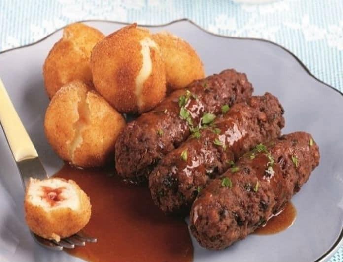 Μία λαχταριστή συνταγή: Σουτζουκάκια υπερπαραγωγή με κροκέτες πατάτας!