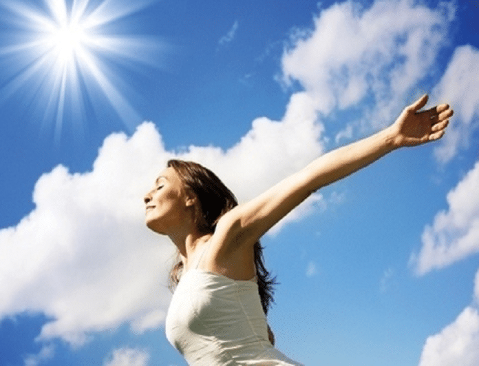 Πως βοηθάει ο ήλιος στην υγεία σου; 5 οφέλη του που δεν τα γνώριζες!