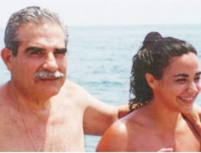 """""""Μόνη κολυμπώ στα νερά της πατρίδας..."""" - Η αφιέρωση που ραγίζει καρδιές της Μαρίας Φιλίππου στον πατέρα της που """"έφυγε"""" πριν λίγο καιρό..."""