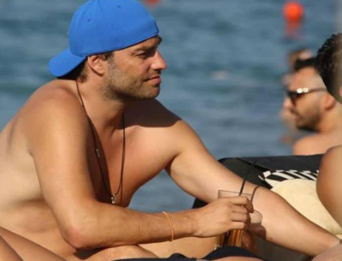 Τρελά ερωτευμένος ο Κώστας Φραγκολιάς! Αγκαλιές και φιλιά μέσα στη θάλασσα με την καλή του!