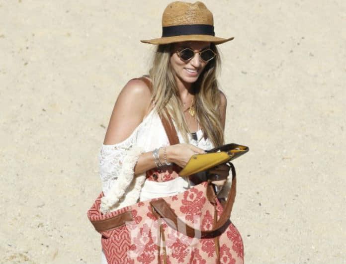 Αθηνά Οικονομάκου: Απόλυτο fashion icon στην παραλία 4 μήνες μετά τη γέννα...