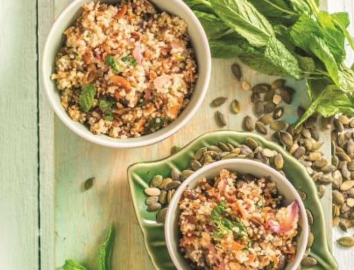 Η συνταγή της ημέρας: Σαλάτα με κινόα, κρεμμύδι και σπόρους, από τη Ντίνα Νικολάου!