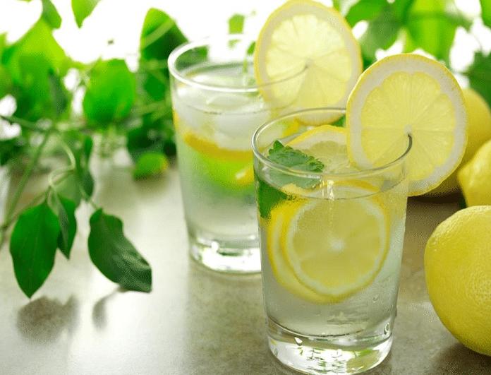 Ζεστό νερό με λεμόνι! 4 λόγοι που πρέπει να γίνει η καθημερινή σου συνήθεια...