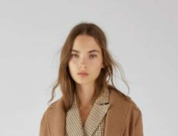 Bershka: Αυτό είναι το απόλυτο παλτό για φέτος το χειμώνα!