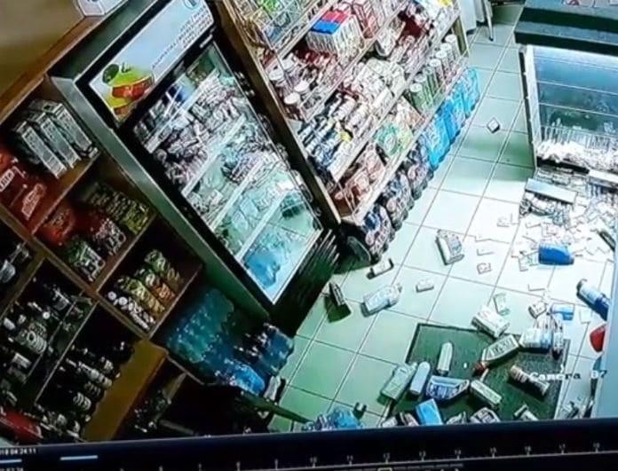 Σοκαριστικά βίντεο: Πως ο σεισμός στη Ζάκυνθο γκρέμισε ράφια και έσπασε ψυγεία!