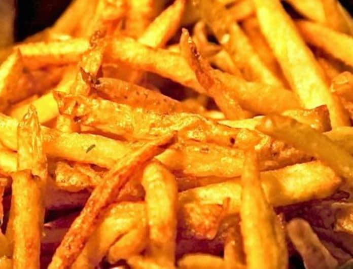 Τηγανιτές πατάτες: Αυτό είναι το μυστικό των fast food για να τις κάνουν λαχταριστές και ακαταμάχητες!
