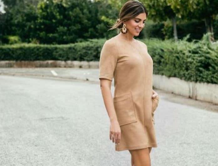 Το suede φόρεμα της Σταματίνας Τσιμτσιλή είναι η Νo1 δικαιολογία για να πάμε για ψώνiα!
