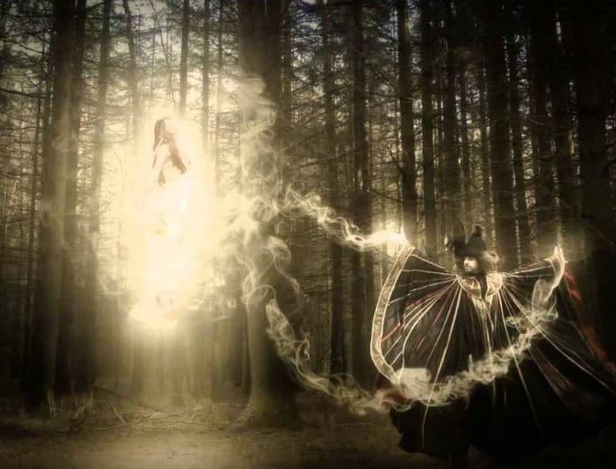 Γιατί οι νεκροί «έρχονται» στον ύπνο μας; Η εξήγηση και το κρυφό μήνυμα!