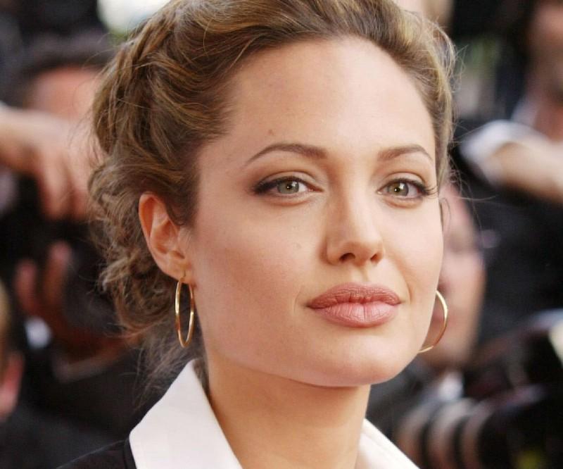 Απέκτησε ζουμερά χείλη σαν της Angelina Jolie!