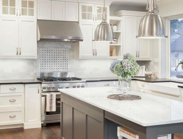 Αυτός είναι ο τρόπος για να διατηρείται καθαρό το σημείο πάνω από τα ντουλάπια της κουζίνας!