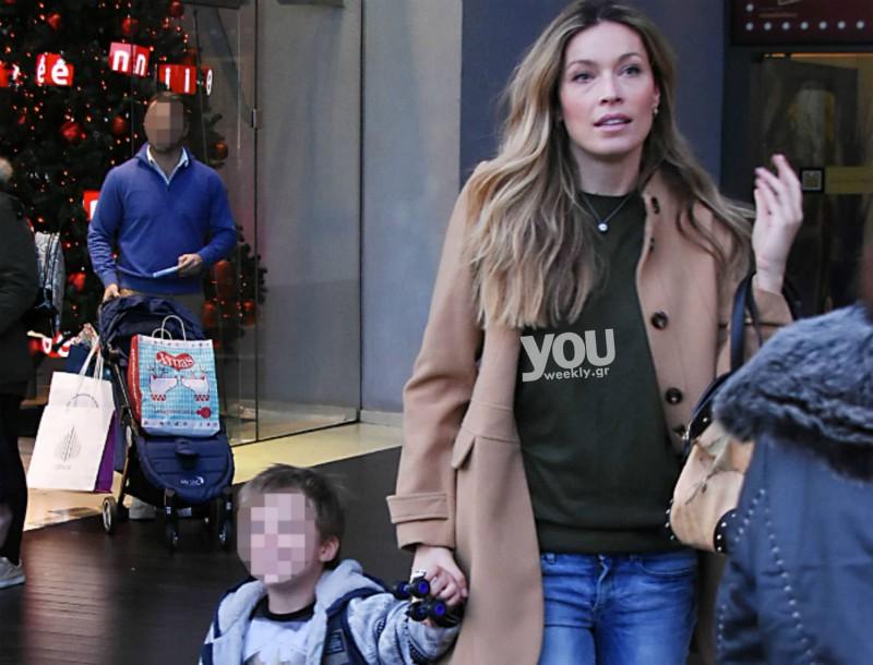 Μαριέττα Χρουσαλά: Χριστουγεννιάτικες αγορές με τον γιο της σε μεγάλο εμπορικό κέντρο!