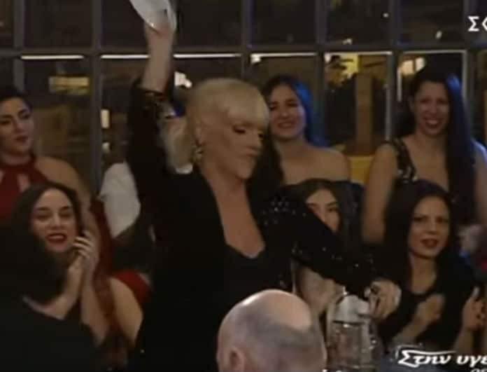 Στην υγειά μας ρε παιδιά: Έξαλλη η Τζένη Μπότση! Η Σάσα Σταμάτη πέταξε πιάτο πάνω της! (Βίντεο)