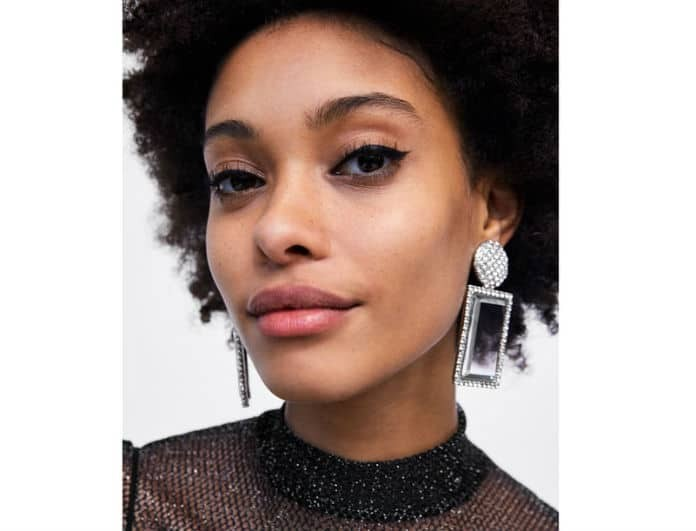Zara: Αυτά είναι τα 5 σκουλαρίκια που θα απογειώσουν το Χριστουγεννιάτικο look σας!