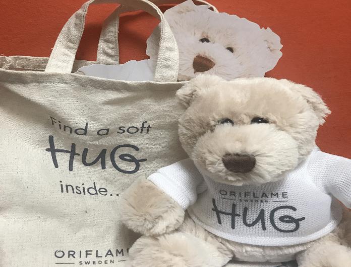 Κάνε και εσύ  μια αγκαλιά σ' ένα παιδί! Ένα αρκουδάκι, μια αγκαλιά...