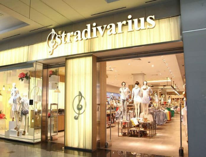 Stradivarius: To μαύρο croco τσαντάκι που θα σε βγάλει ασπροπρόσωπη στις γιορτές!