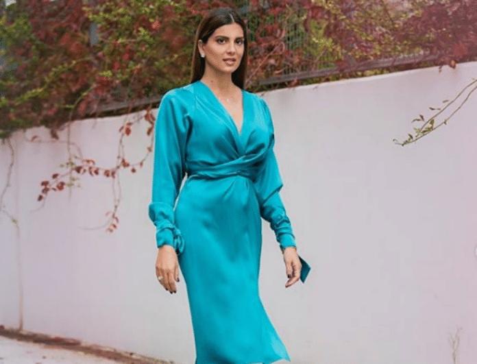 Το σατέν φόρεμα της Σταματίνας Τσιμτσιλή είναι το must have των γιορτών!
