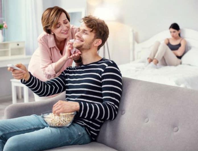 Μήπως ο σύντροφός σου είναι «μαμάκιας»; Τι μπορείς να κάνεις και πως να τον χειριστείς;