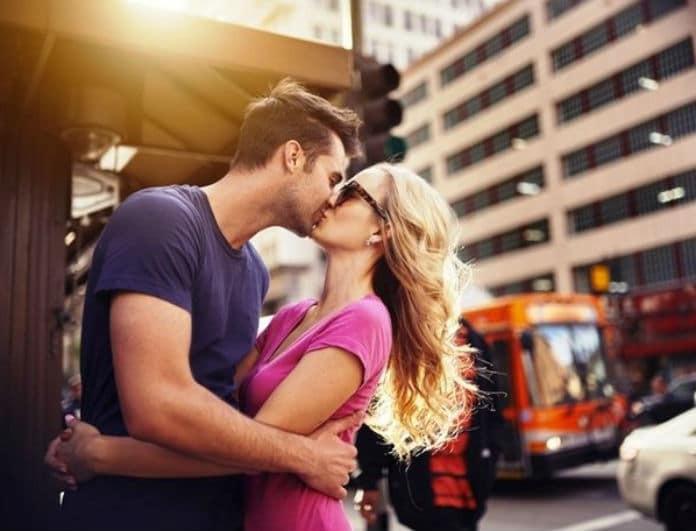 Ποια ζώδια φιλάνε με πάθος και ποια όχι; Τι σημαίνει το φιλί για κάθε ζώδιο;
