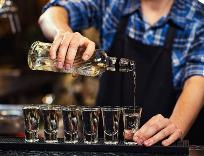 Κρήτη: Στο νοσοκομείο 16χρονος μετά από υπερβολική κατανάλωση αλκοόλ!