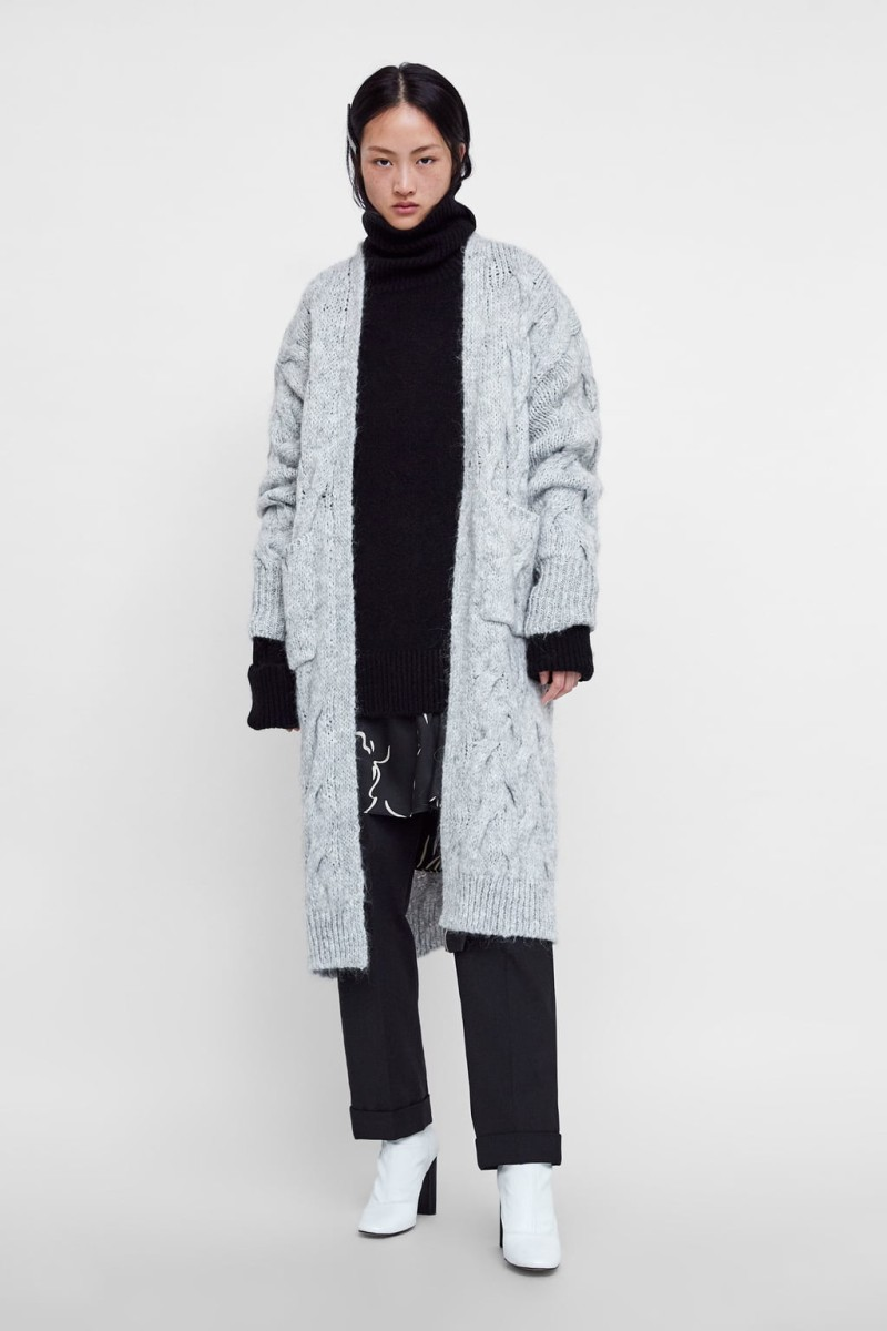 0ced8d9474 Εμείς βρήκαμε την πιο cozy πλεκτή ζακέτα από τα Zara που αγαπήσαμε με την  πρώτη ματιά!