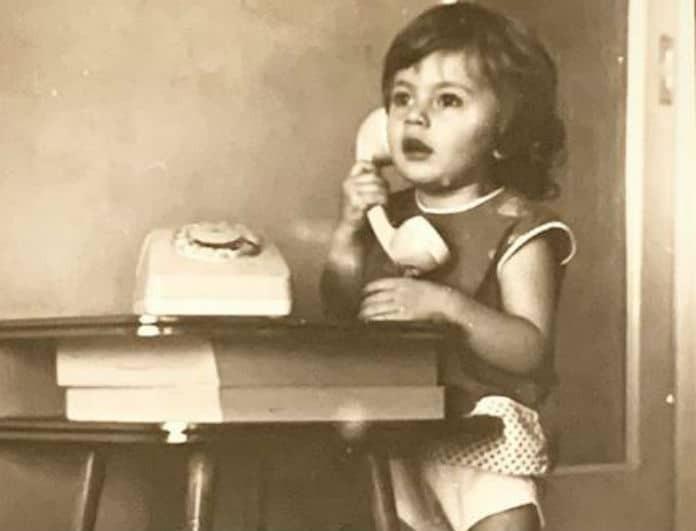 Αναγνωρίζετε το κοριτσάκι της φωτογραφίας; Είναι πασίγνωστη Ελληνίδα ηθοποιός!