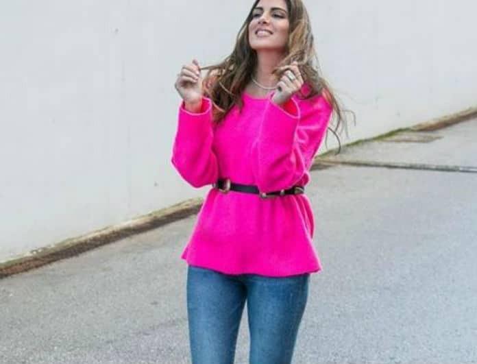 Το φούξια πουλόβερ της Σταματίνας Τσιμτσιλή κοστίζει λιγότερα από όσο φαντάζεσαι!