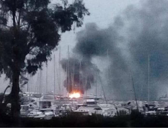 Πάτρα: Πήραν φωτιά ιστιοφόρα στο παλιό λιμάνι!