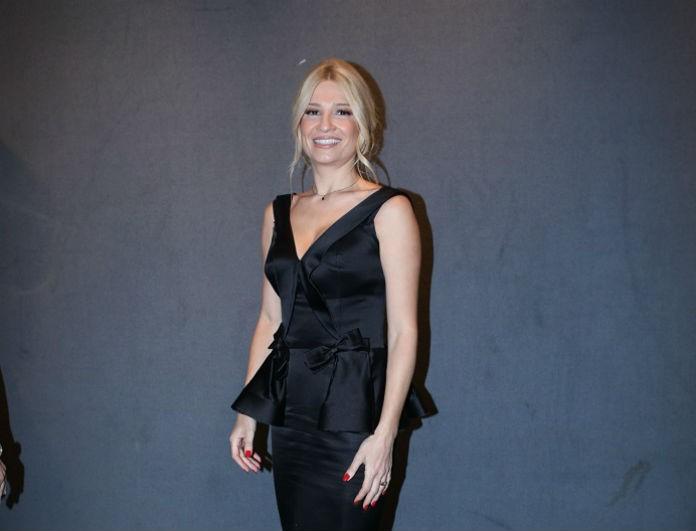 Νυχτοπερπατήματα για την Φαίη Σκορδά! Κορμάρα μέσα στο σ3ξι μαύρο φορεμά της!