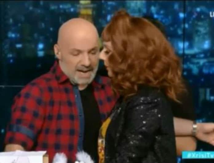 Νίκος Μουτσινάς: Το πικάντικο δώρο που δέχτηκε on air! Πανικός στο πλατό! (Βίντεο)