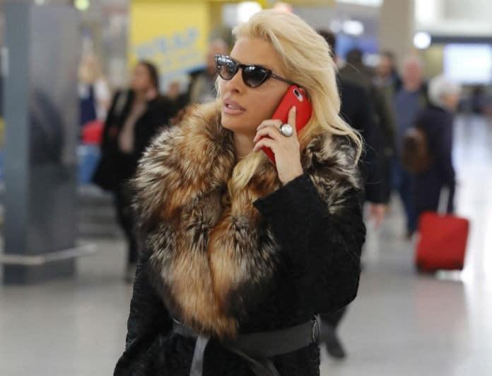 Ελένη Μενεγάκη: Η τυχαία συνάντηση στο αεροδρόμιο και η αποκάλυψη!