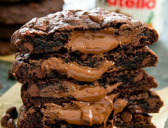 Φτιάξε σοκολατένια μπισκότα με μόνο 3 υλικά!