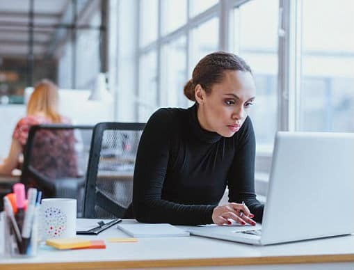 Είσαι όλη μέρα μπροστά από ένα γραφείο; Χάσε βάρος με 6 εύκολους τρόπους...