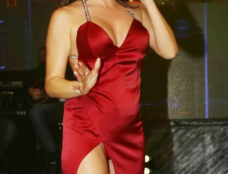 Η δημόσια ερωτική εξομολόγηση Ελληνίδας τραγουδίστριας λίγο πριν το γάμο και το άγνωστο συμβάν!