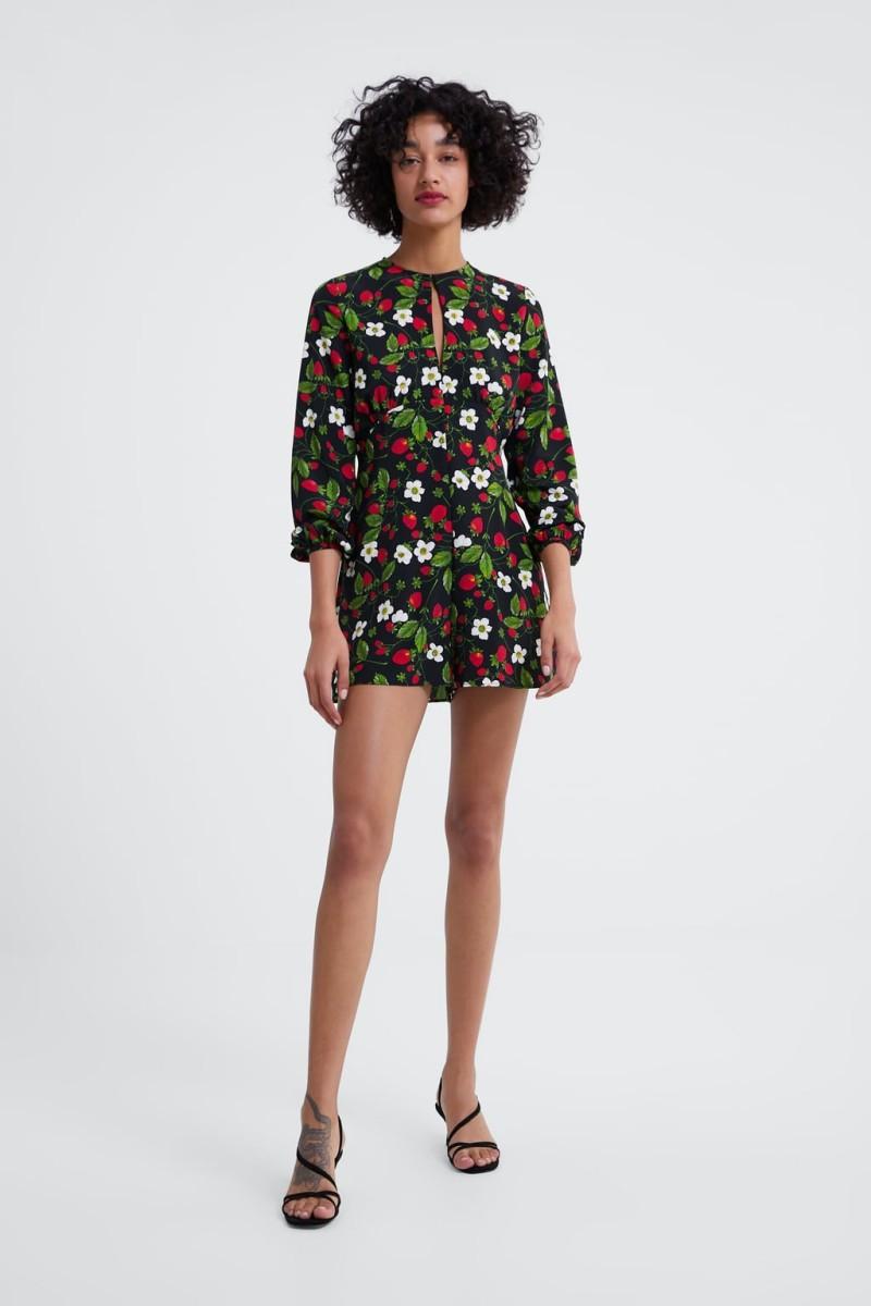 Ολόσωμη φόρμα από τη νέα συλλογή Zara Άνοιξη 2019