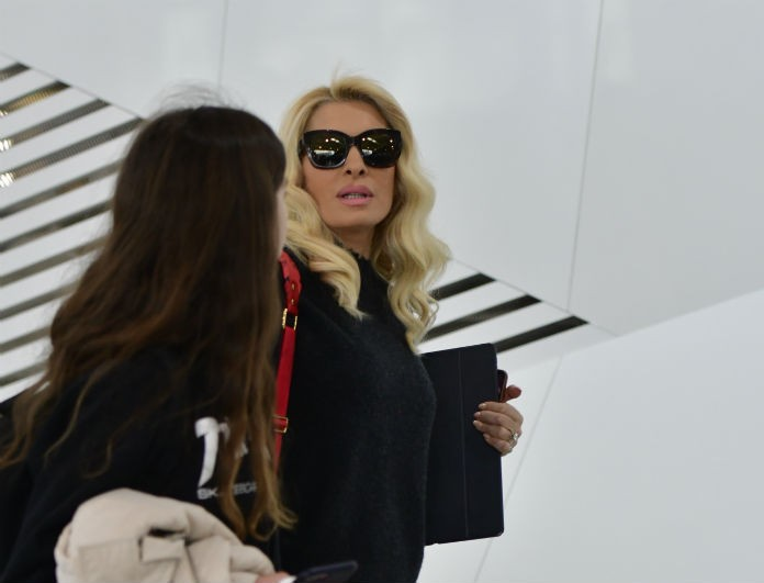 Ελένη Μενεγάκη: Τσακώθηκε άγρια στο αεροδρόμιο της Θεσσαλονίκης! Επεισοδιακό το οικογενειακό της τριήμερο...