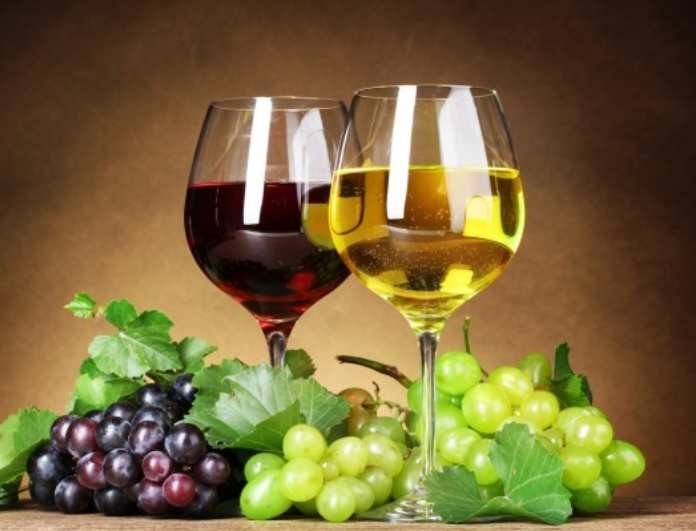 Προτειμάτε λευκό ή κόκκινο κρασί; Δείτε τι προσφέρει το καθένα στην υγεία σας