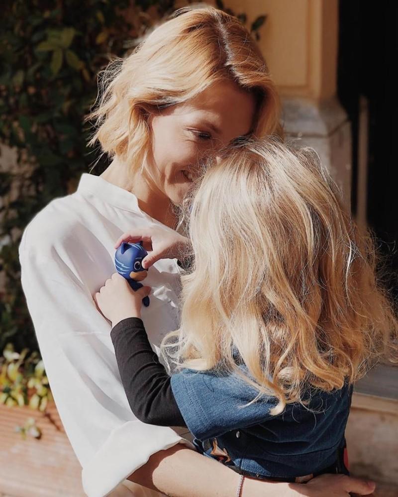Βίκυ Καγιά φωτογραφία με την κόρη της