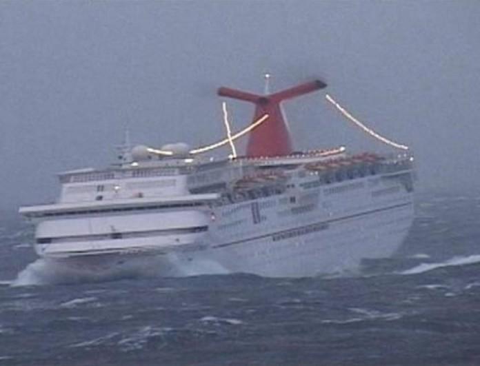 Συμβαίνει τώρα: Εκκενώνεται κρουαζιερόπλοιο με 1.300 άτομα!
