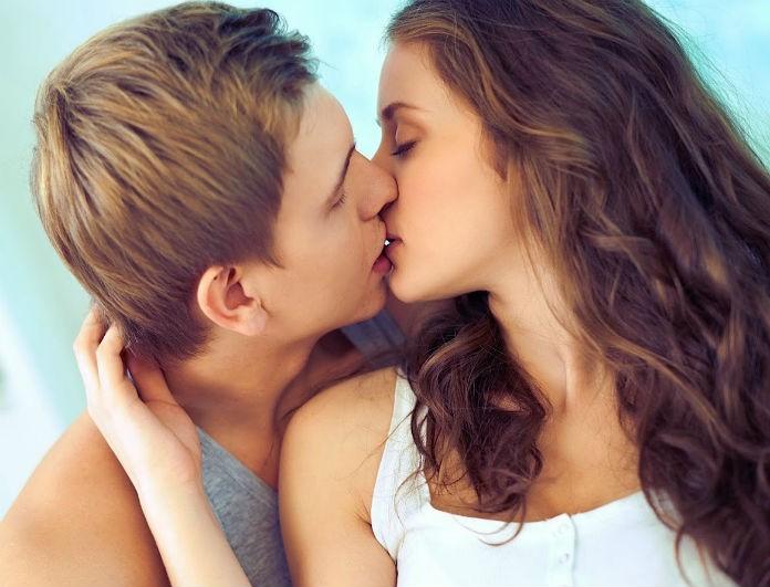 Γιατί γέρνεις δεξιά κάθε φορά που φιλιέσαι;